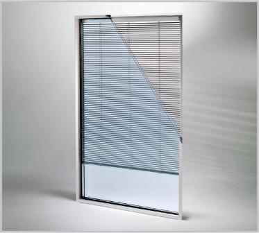 Tende per le vetrate slim e master screenoffice - Vetrocamera con veneziana ...